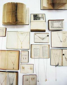 fabriquer un porte bijoux dans de vieux livres, idée de rangement pour chaines et colliers