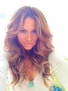 Even though she's a bit skanky I still love Jessica Burciaga's caramel hair... Stunner