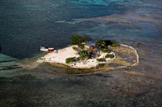 Caye north of Turneffe Atoll, Belize District, Belize (17°30' N, 87°46' W).