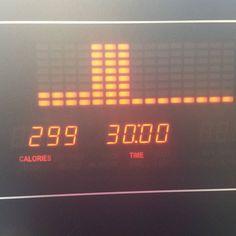 #cardio & back done . Hatte heute eigentlich gaaar keine Lust auf Sport und dann dachte ich mensch geh einfach und siehe da - es hat so Spaß gemacht. Manchmal muss man einfach seinen  überwinden... nach dem Rückentraining 30 min Intervalle auf dem Laufband und jetzt gibt es lecker Omelette - Rezept findet ihr auf Spnapchat (michelle.lii) . #fit #fitness #healthy #inspiration #food #instafood #lowcarb #high #protein #eggs #omelette #veggies #recipe #yummi #lunch #savethegainz by…