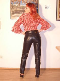 Tight Leather Pants, Leather Pants Outfit, Leather Trousers, Classy Outfits, Cool Outfits, Black Leather Mini Skirt, Leather Skirt, Shiny Leggings, Leather Fashion