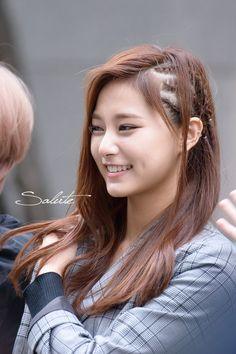 Pop Hair, Evil Girl, Korean Music, Kpop Girls, Girl Hairstyles, Girl Group, Jimin, Dreadlocks, Long Hair Styles