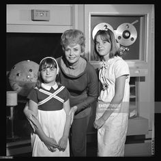 What are your favorite behind the scenes photos? June Lockhart, Space Shows, Sci Fi Tv, Lost In Space, Scene Photo, Vintage Photos, Science Fiction, Behind The Scenes, Movie Tv