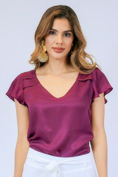 Blouses For Women, T Shirts For Women, Sleeves Designs For Dresses, Beautiful Blouses, Classy Dress, Blouse Designs, Casual Looks, Casual Outfits, Dresses For Work