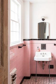viva the pink bathroom.