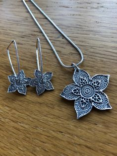 Beautiful Handmade Silver Henna Flower pendant and drop spinning earring set, spinning earrings, silver henna, Mehndi, earrings, spinning by MGilesJewellery on Etsy