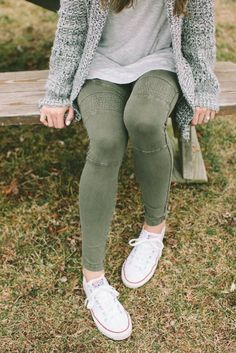 Take a look at the best what to wear with moto leggings in the photos below and get ideas for your outfits! 30 modi di indossare i leggings in inverno Image source Nike Outfits, Cool Outfits, Casual Outfits, Adidas Outfit, Workout Outfits, Sport Outfits, Casual Wear, Nicole Richie, Girlie Style