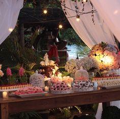 Casamento na praia. Casamento Janaína e Fabrício. Decoração rosa e azul. Decoração mesa de doces. Decoração: Santinha do Pau Oco. Doces e Bolos: Es Dulce. Assessoria: EZ Wedding.