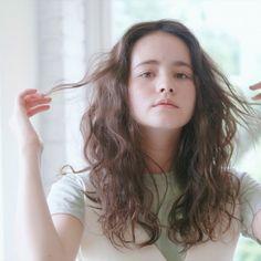 Medium Long Hair, Medium Hair Styles, Curly Hair Styles, Hair Inspo, Hair Inspiration, Wavy Hair Perm, Angelic Pretty, Permed Hairstyles, Hair Goals
