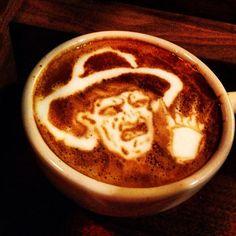 Arte del café con leche perfecto para Halloween, Freddy Krueger.