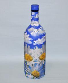 Garrafa reciclada pintada e decorada, pode ser utilizada normalmente, tampa metálica de rosca.