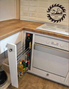 Kihúzható konyhai rácskosár.  Praktikus elhelyezni sütő/főzőlap közelében. Átlátható tárolást biztosít. Modern, Kitchen, Design, Inspiration, Home Decor, Cob House Kitchen, Biblical Inspiration, Trendy Tree, Cooking