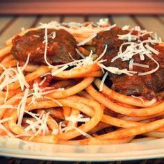 ΠΑΣΤΙΤΣΑΔΑ ΚΕΡΚΥΡΑΪΚΗ Greek Recipes, Spaghetti, Pasta, Beef, Ethnic Recipes, Food, Meat, Essen, Greek Food Recipes