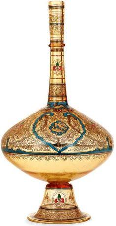 Simple and Ridiculous Tips: Floor Vases Benches small vases centerpieces.Vases Decoration Tips vases centerpieces ideas. Red Vases, Green Vase, Tall Vases, Large Vases, White Vases, Vase Noir, Arabesque, Vase Design, Décor Antique