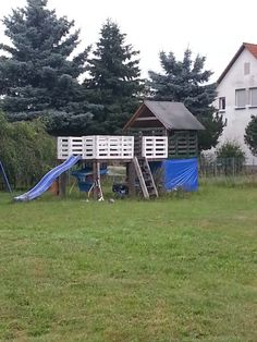Pallet play-house for kids.like the storage at the bottom could be for the kids bikes and seasonal toys:)