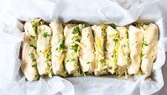 Hvitløksbrød med ost og urter | Oppskrift | Meny.no Fresh Rolls, Zucchini, Sushi, Food And Drink, Vegetables, Ethnic Recipes, Vegetable Recipes, Veggies, Sushi Rolls