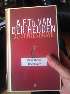 Uit 25-1-16  Mwah ...niet zo mijn tijd rond 1700 ) toch uitgelezen want boeiende schrijfstijl en uiteindelijk wil ik toch weten hoe t met Sara en hem afloopt. Speelt zich af in Nijmegen .