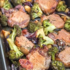 Cotlet la tava cu mere in sos de cidru - Lucky Cake Lucky Cake, Cider Pork Chops, Romanian Food, What To Cook, Broccoli, Lamb, Food And Drink, Beef, Bacon