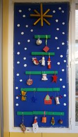 50 Christmas Door Decorations for Work to help you Ace the Door Decorating Contest - Hike n Dip Looking for quick Christmas Door Decoration Ideas? Here are the best Christmas Door Decorations for work to ace the Christmas door decorating contest. Christmas Classroom Door, Christmas Front Doors, Christmas Door Wreaths, Office Christmas, Christmas Mantels, Grinch Christmas Tree, Small Christmas Trees, Simple Christmas, Christmas Door Decorating Contest