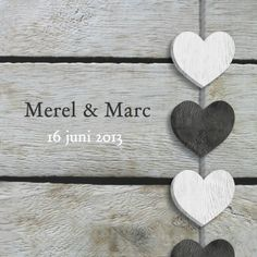 Eigen tekst en hart slinger op hout - Trouwkaarten - Kaartje2go