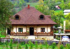 Suceava Cottage House Designs, Cottage Homes, Romania Travel, House In Nature, European House, Good House, Traditional House, Countryside, Exterior