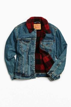 Levi's Picnic Sherpa Denim Trucker Jacket Outfits With Hats, Dope Outfits, Casual Outfits, Fashion Outfits, Fashion Ideas, Mens Outdoor Jackets, Western Shirts, Denim Shirt, Mens Fashion