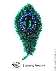 """Броши ручной работы. Ярмарка Мастеров - ручная работа. Купить Брошь """"Перо"""". Handmade. Зелёный, брошь, swarovski crystal, бисер"""