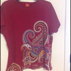 Beautiful paisley tee Metropolitan Museum of Art tee print. Beautiful design. Boutique Tops Tees - Short Sleeve