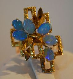 Vintage Opal 14 Karat Gold Ring..