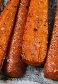 Perfect Roasted Carrots Recipe - Simple, Tasty, & Healthy - No Butter! I adore roasted carrots! Carrot Recipes, Vegetable Recipes, Vegetarian Recipes, Cooking Recipes, Healthy Recipes, Beef Recipes, Healthy Snacks, Healthy Eating, Side Dishes
