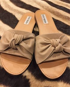 Tuesday Shoe Day | bow flats | Steve Madden Flats | Bow Sandals | Neutral Sandal
