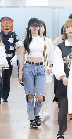 Pin Image by gatoloco Art Korean Airport Fashion, Korean Girl Fashion, Asian Fashion, Kpop Fashion Outfits, Korean Outfits, Kpop Mode, Looks Party, Oh My Girl Yooa, Vogue Fashion