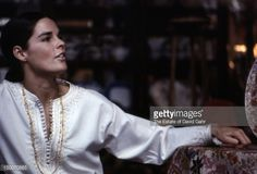 Actress Ali McGraw poses for a portrait on March 1969 in New York City, New… Ali Macgraw, Ryan O'neal, New York, Curtain Call, Portrait, Her Style, Love Story, Love Her, Poses
