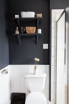 9 Real Bathrooms That Expertly Tackle a Lack of Storage | Apartment Therapy