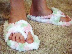 Free flip flop pattern - so cute. This is for child's pattern, but there is an adult pattern, too.