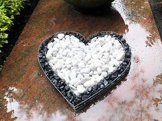 M armor gravel! Should you yet even have a reason for complaint or a complaint, I ask you. Memorial Garden Stones, Memorial Flowers, Cemetery Monuments, Cemetery Headstones, Grave Flowers, Cemetery Flowers, Cemetary Decorations, Dinosaur Garden, Mosaic Garden