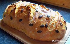 Hozzávalók:250g kovászolt kovász2,5dl langyos víz200g fehér tönkölyliszt300g kenyérliszt10g só20g olvasztott vaj50g tökmagElkészítés:A langyos... How To Make Bread, Banana Bread, Muffin, Breakfast, Vaj, Brot, Morning Coffee, How To Bake Bread, Muffins