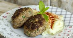 Greek burger patties by Greek chef Akis Petretzikis. The most juicy, aromatic, delicious meatball burgers that are baked in the oven and don't need a bun! Lamb Recipes, Greek Recipes, Raw Food Recipes, Cooking Recipes, Savoury Recipes, Sweets Recipes, Greek Meatballs, Tasty Meatballs, Greek Burger