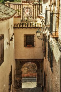 Travesia del Arquillo Toledo Toledo Spain, Iberian Peninsula, Country Scenes, Secret Places, Architecture Old, Middle Ages, Europe, Madrid, The Neighbourhood