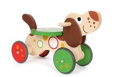 Rutscher Dackel. Ein robuster Rutscher aus Holz, gestaltet als niedlicher Hund. Die Kleinsten trainieren beim Fahren ihre Körperkoordination, das Raumgefühl, den Gleichgewichtssinn und stärken ihre Muskulatur. Ein Riesenspaß für die kleinen Fahranfänger! Außerdem sorgt der Lenkeinschlag für maximale Sicherheit. Aufgrund der Gummibereifung ist das Laufrad vom Geräuschpegel auch im Haus sehr angenehm. Das Laufrad ist für drinnen und draußen bestens geeignet. Gute Fahrt!