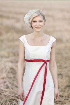 noni Lilli http://www.wunsch-brautkleid.de/Hochzeitskleid-noni-Elfenbein-groesse-36-Neuware-fuer-1050euro-231.html