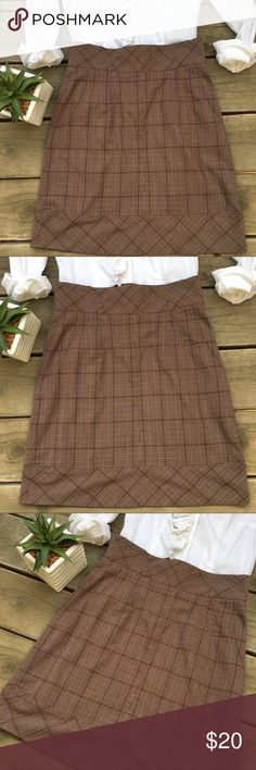 🍃🌸Pretty Brown Plaid Career Skirt🌸🍃 🍃🌸Pretty Brown Plaid Career Skirt🌸🍃 Perfect for the office or special any occasion. Can be dressed up or down! This skirt has pockets on each side, a zipper closure on the back and a pretty brown, tan and ivory plaid print. Great condition! Comes from a smoke-free, pet-free home:)💕 Sharagano Skirts Midi