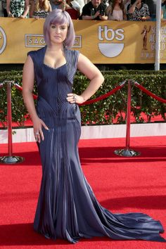 Kelly Osbourne in Zac Posen at the 2014 Screen Actors Guild Awards.  Styling by Caley Rinker.