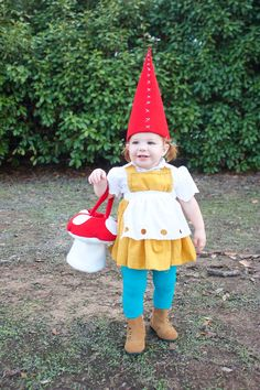 So cute! Garden Gnome Costume-One Little Minute So cute! Garden Gnome Costume-One Little Minute Halloween Bebes, Clever Halloween Costumes, Diy Halloween, Vintage Halloween, Halloween Makeup, Halloween Stuff, Cool Costumes For Kids, Halloween Costume Toddler, Halloween Couples