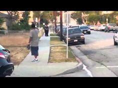 Un policier tue un chien en pleine rue