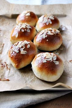 ... sweet buns with apple ...