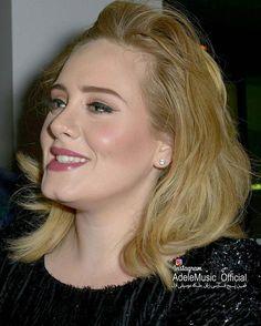 ا ادل در حال امضا کردن آلبوم 25 از دست هواداران چند روز بعد از انتشار  Nov 2015  @Adele #ادل#آدل#موسیقی#موزیک#سلبریتی#خواننده#آهنگ#آلبوم#ویدیو#کلیپ#عکس#کنسرت#کنسرت_زنده #Adele#Music#daydreamer#clip#video#Album#celebrity#clips#concertlive #single#song#AdeleConcert#Adelevideo http://tipsrazzi.com/ipost/1505019890866961196/?code=BTi553nBbss