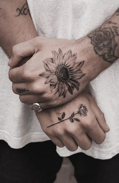 Flower Neck Tattoo, Sunflower Tattoo Sleeve, Sunflower Tattoos, Flower Tattoo For Men, Finger Tattoo Designs, Tattoo Designs And Meanings, Finger Tattoos, Tattoo Designs Men, Neck Tattoo For Guys