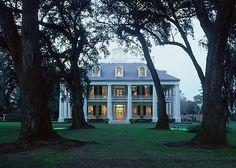 Dream home= Plantation Home :) I've always loved how these homes look with the columns and the wrap around porch Ranch House Plans, Cottage House Plans, Craftsman House Plans, Country House Plans, Southern Homes, Southern Charm, Southern Living, Southern Comfort, Southern Style