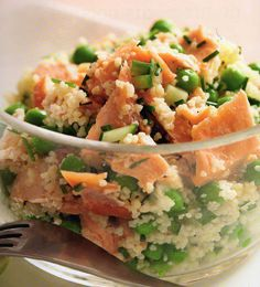 taboule_saumon_petits_pois Healthy Cooking, Healthy Eating, Healthy Recipes, Salad Bar, Soup And Salad, Cocina Light, Plats Healthy, Light Recipes, I Foods